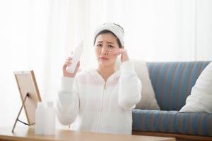 朝、お化粧していると目が痛くなる…45歳女性を悩ませる病気とは