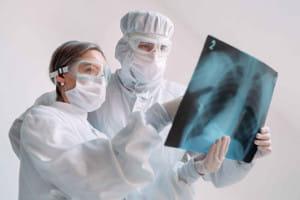 新型コロナ肺炎に呼吸困難を感じない「隠れ低酸素症」の可能性 進行に気づかず悪化…酸素測るパルスオキシメーターの使用を
