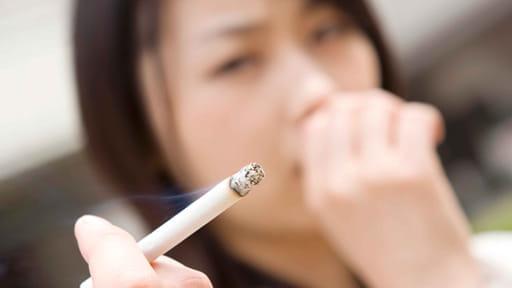 夫が一日1箱以上吸うと、妻の肺腺がんリスクは2倍に…日本の受動喫煙対策は「前世紀並み」