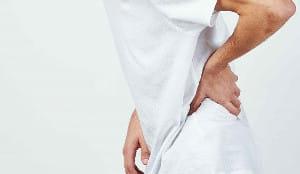 腰から太ももの重苦しい痛み「腰椎分離症」 思春期に多く、無理すれば亀裂が拡大し…
