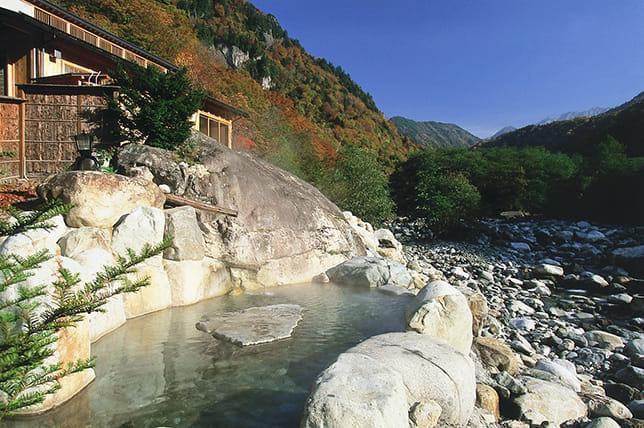 贅沢な貸し切り風呂と露天風呂で、大自然をひとり占め