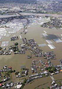 福岡・久留米で「内水氾濫」か…行き場を失った水が住宅街に押し寄せ