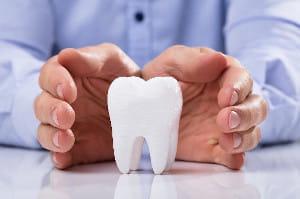 認知症の父を襲ったコロナ禍の「入れ歯問題」 2か月半の苦闘の結末は… 「高齢者の場合、新しい入れ歯を作っても、口のほうが、もう合わせられないことがあるんだよね」