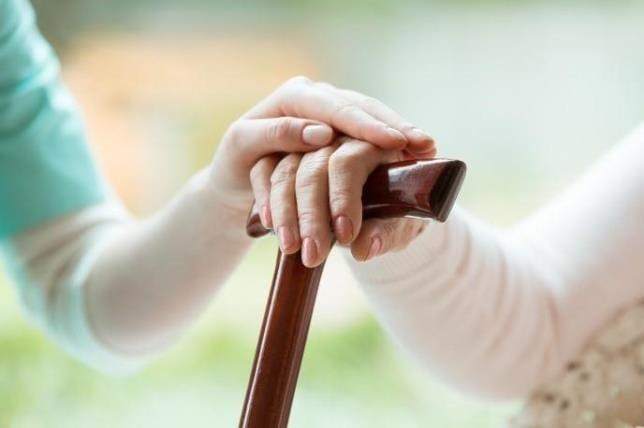 高齢者に多い神経難病 家族だけで頑張らず、早めに介護専門家に相談を