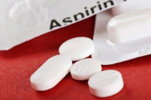 アスピリンが高齢者のがん進行を加速 若年者とは相反する結果