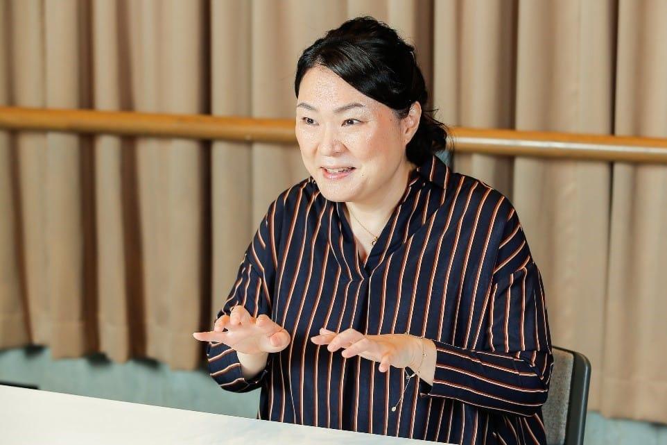 [女優 久保田磨希さん](下) 認知症で亡くなった母に、私の娘がしてくれたこと