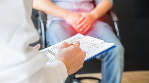 前立腺がん検診で命を救われるのは1000人のうち1人 治療で30~40人が勃起障害や排尿障害に