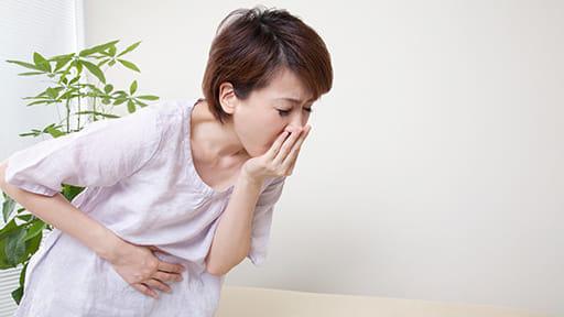 お刺し身を食べたら急に吐き気と胃痛が…「アニサキス症」一度かかると繰り返す可能性