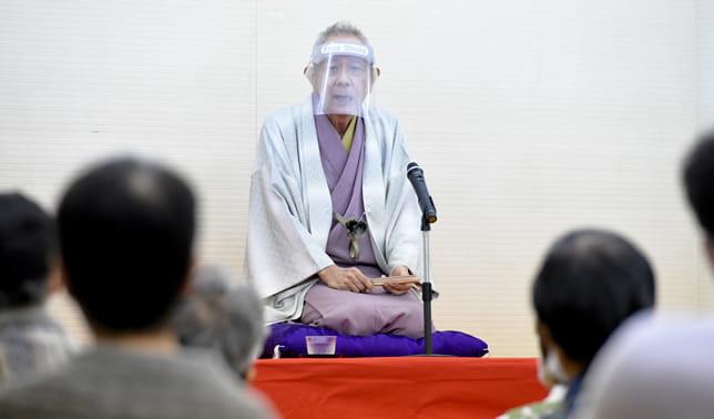 軽妙な語り口調のらく朝さん(撮影・東直哉)