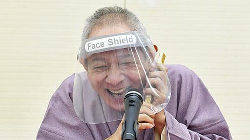 笑いと振り返りで脳を活性化~大阪で「健康落語×回想サロン」に70人