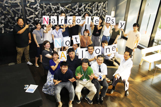 研究者とのコラボも(筑波大学国際統合睡眠医科学研究機構で、前から3列目左端が駒沢さん)