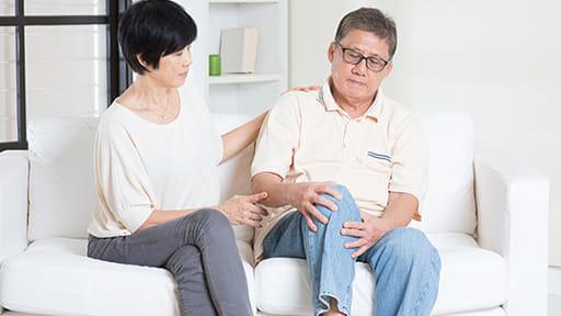天気が悪くなると「膝が痛む」は本当か? 実験でわかった気圧と慢性痛の関係