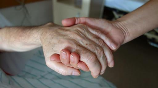 治療を拒否しショック状態で運ばれた73歳男性の「最後の望み」 蘇生措置しないと指示した医師だったが…