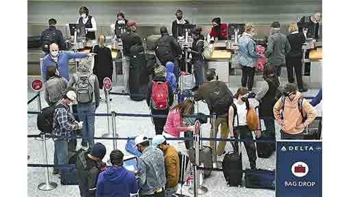 米感謝祭 自粛に限界…航空旅客 3月以来の高水準 感染拡大を懸念