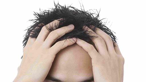 髪の毛だけでなく、眉毛まで抜いてしまった抜毛症の子