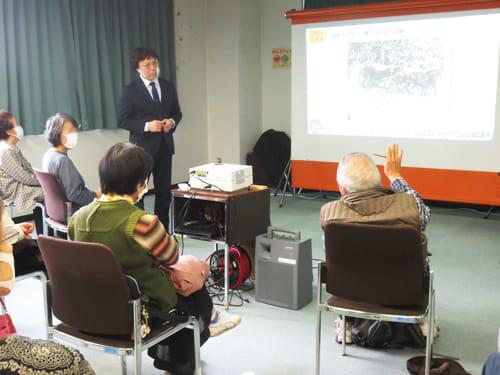 皇太子さま、美智子さまご成婚の当時の思い出を話す参加者の皆さん(11月25日、和光市図書館で)