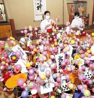 カラフルなもち花で福結び、節分の縁起物「吉兆」…熊野速玉大社