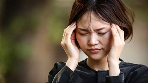寒さで悪化する緊張型頭痛、首・肩の痛み 予防には「三つの首」を温める