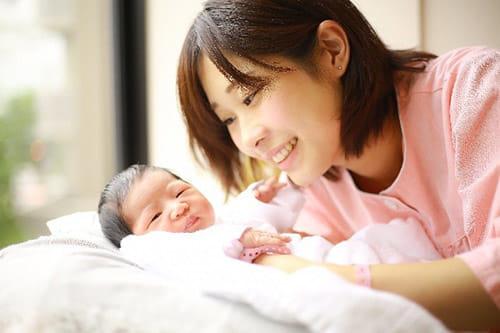産後の女性は「人生で一番幸せ」?…本当は心身、環境とも危機的 男性育休の拡大を!
