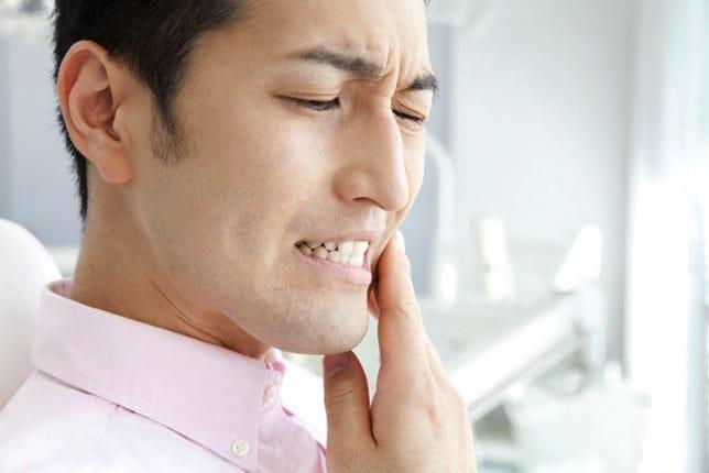 たった一本の歯の不調がアトピーの原因だった 歯科治療でツルツル肌に