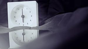 早寝早起きの習慣が招きやすいワナとは