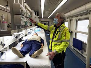 重症患者21人を他都市へ搬送できる「ICU電車」誕生