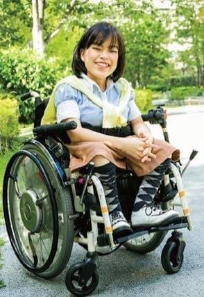 生まれつき脊髄に障害がある二分脊椎症 出産後に間もなく手術 歩行など成長に伴い様々な症状