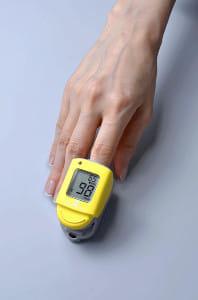血中酸素の測定器、自宅療養者向けに販売開始…注文殺到で品薄続き大幅増産
