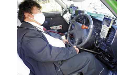 病と運転<5>補助器使い 手動でペダル