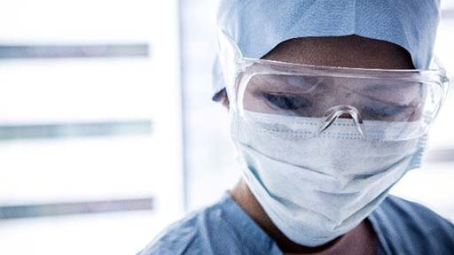 酸素の管が外れパニックに陥ったコロナ患者がナースコール 防護具に時間がかかって焦り…集中治療室の看護師たち