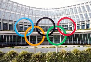 IOC、五輪選手にファイザー製ワクチン提供…小池都知事「必要な措置」