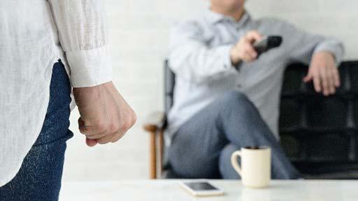 家事分担してるつもりでも…「おーいコーヒー」「ボタンがとれた」が妻の時間を奪う