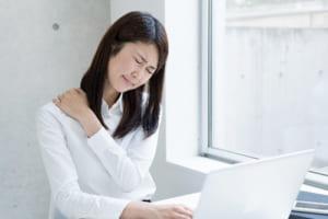首や肩にうずくような鈍い痛み「筋・筋膜性疼痛症候群」 悪い姿勢とストレスも原因に