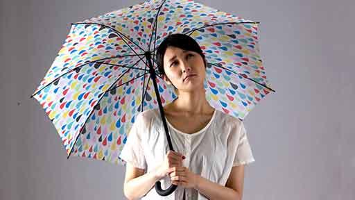 疲労、倦怠、うつ…長い梅雨がもたらす「雨ダル」に注意! 脱出するには?