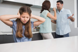 親が夫婦げんかをするとリスカしたくなる…女子中学生の繰り返す自傷は何を意味しているのか