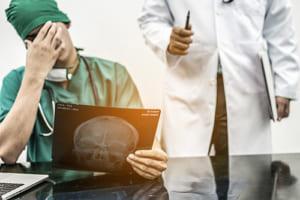 なぜ、医者だけがミスを起こしても免責されるのか?……心臓カテーテル検査のミスで遺族に謝罪、賠償金の衝撃