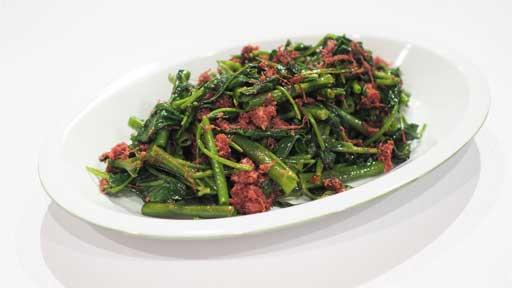 空心菜のコンビーフいため…茎の中が空洞、不思議な野菜