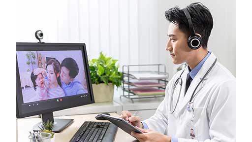 高血圧の会社員はオフィスで受診、患者はリラックス、自宅の生活ぶりもわかる……オンライン診療はメリットも多い
