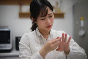 指で「OKサイン」ができない…女性に多い痛みとしびれ「手根管症候群」 楽器や編み物が趣味の人も注意して