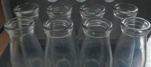 消えゆく給食の瓶牛乳、風前のともしび…全国8割超が紙パック