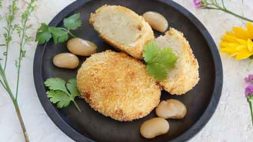 白花豆コロッケ…砂糖で甘く煮付けたものを使う