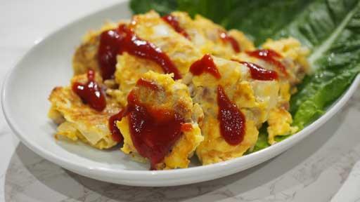 豚肉とタマネギのピカタ…薄切りの肉や魚に、溶き卵を絡めて焼いたもの
