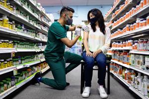 米、2回接種から8か月経過の人に3回目の接種推奨へ…9月中旬にも開始