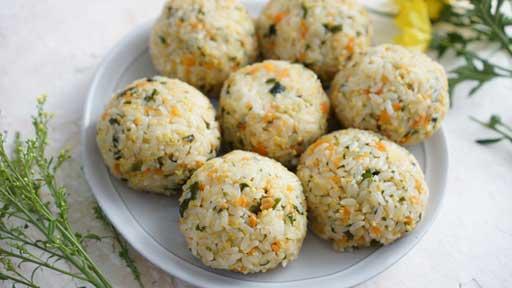 ワカメと高野豆腐の混ぜご飯…味わいを重視、健康面をサポート