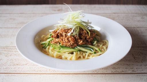 豆腐で作る肉みそ風…植物性たんぱく質の木綿豆腐を、満足感のある食感に仕上げる