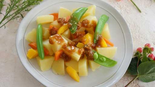 ジャガイモとスナップエンドウのみそサラダ…さやと実の両方が食べられる野菜
