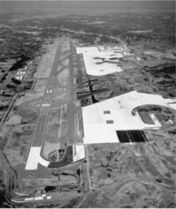 Q73 昭和53年に開港し、貨物や格安航空会社にも広く利用されている国際空港は?