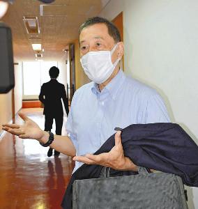 マスクせず、接種停止求めるチラシを中学生らに配布…市議を厳重注意に