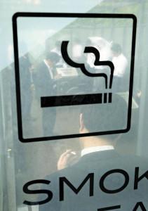 テレワーク中も「禁煙」、実施企業が増える…野村HD「喫煙後45分間は職場に戻らない」推奨
