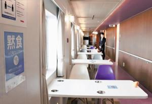 定員422人に乗客5人、活気失われたフェリー「酒飲み盛り上がる客もいたが…」